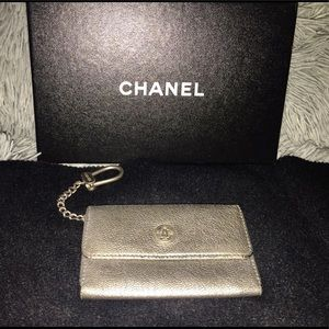 💕🔥Auth CHANEL Silver Coin Keyring🔥💕